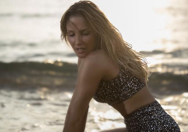 Claudia Leitte grava Corazón na Praia Vermelha (foto: reprodução)