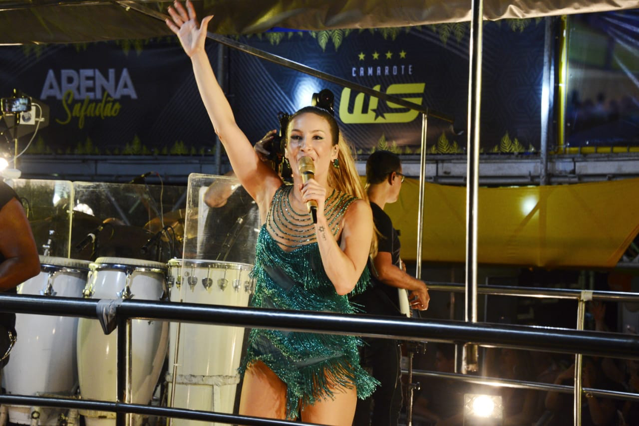 Claudia Leitte comanda o Bloco Largadinho (Foto: Davi Magalhães/Divulgação)